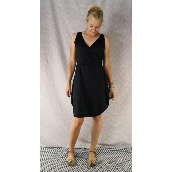 obleka-pure-black-prednarocila.jpg