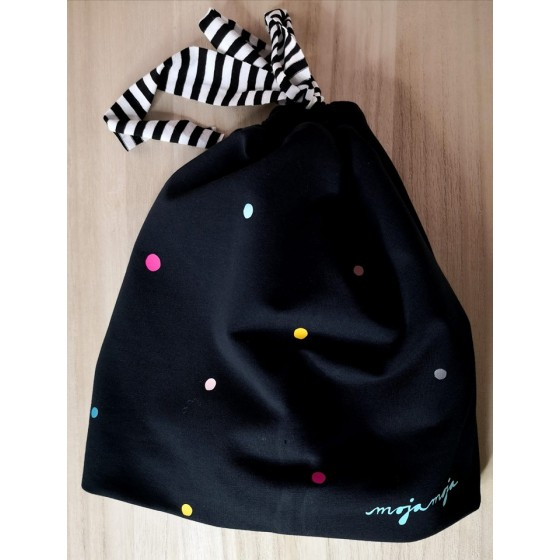 Črna kapa - mavrične pike