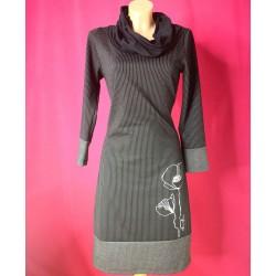 Črtasta obleka s pikami