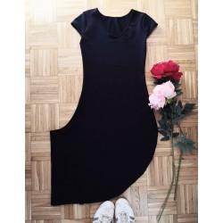 Mala črna oblekca