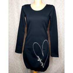 Črna obleka s srčkom